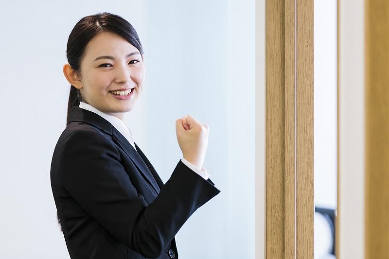 【就活の面接マナー】正しい入室のマナー、やり方
